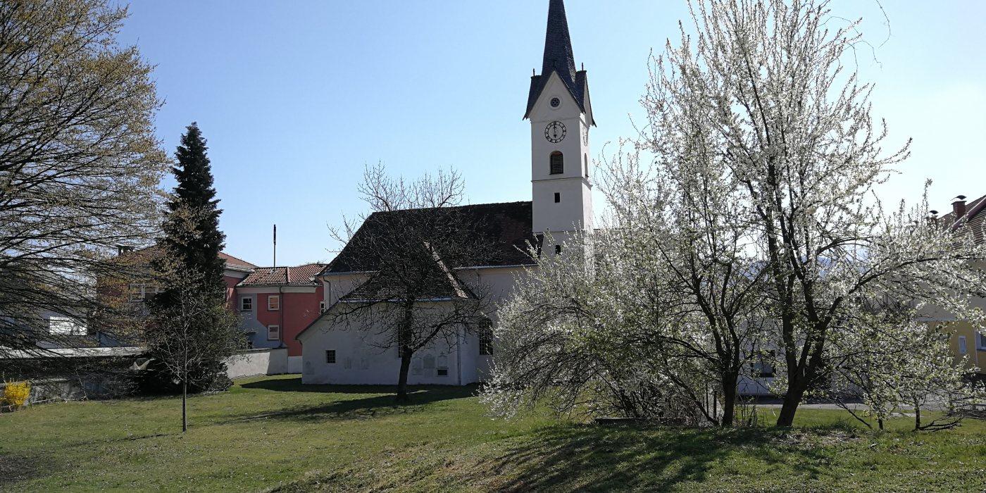 © © Foto:Die alte St. Peter-Kirche im Frühlingserwachen der Natur (Foto: Pfarre St. Peter)
