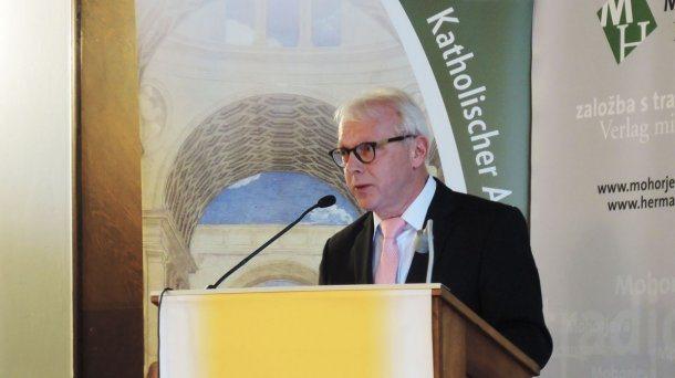 """Bild: Buchneuerscheinung """"Kirche an der Front"""""""