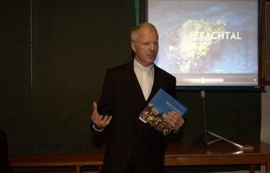 Bild: MEIN LESACHTAL - Buchpräsentation von Generalvikar Guggenberger