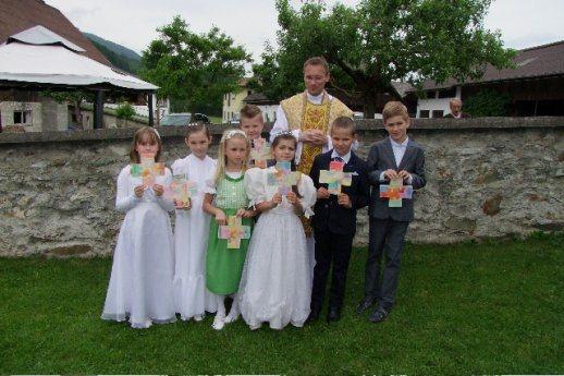 Bild: Feier der Erstkommunionkinder in  Tragail