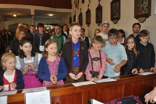 Bild: Die Kinder in der Kirche