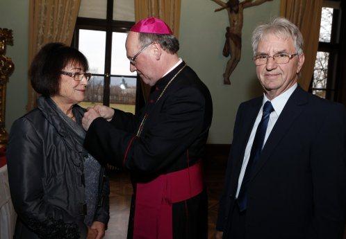 Bild: Bischof Schwarz verleiht hohe diözesane Auszeichnungen