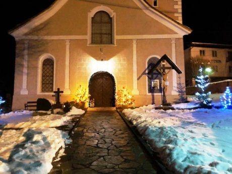 Bild: Weihnachtsstimmung in der Pfarrkirche St. Nikolaus
