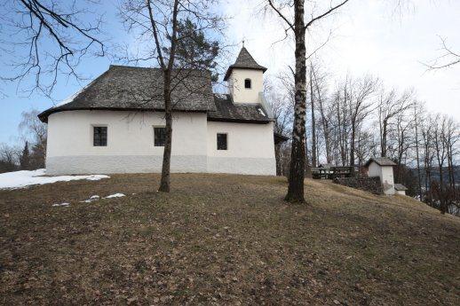 Bild: Kalvarienbergkapelle mit Kreuzwegstationen