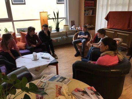 Bild: Firmlinge aus St. Stefan zu Gast im Jugendzentrum