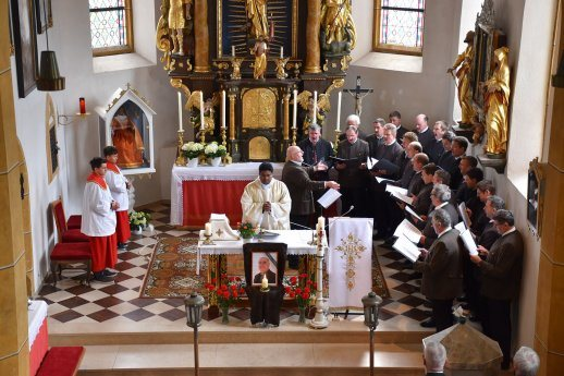 Bild: Messe in St. Peter am 15. April