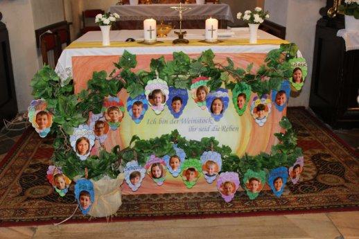 Bild:  Vorstellung der Erstkommunion Kinder