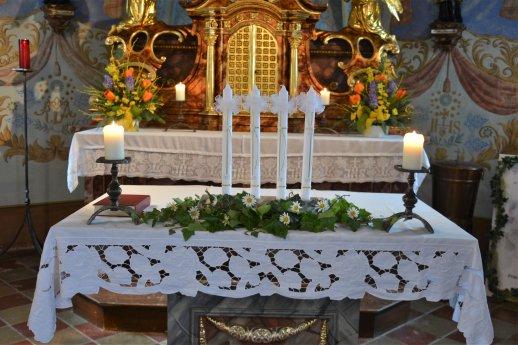 Bild: Taufe und Firmung zu Pfingsten