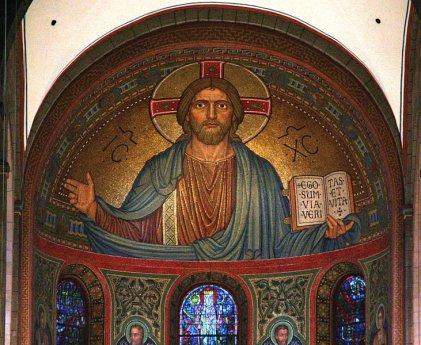 http://www.kathpedia.com/index.php?title=Christk%C3%B6nigssonntag     Text- und Bildnachweis,  Jesus als Weltenherrscher (Pantokrator) in der Abteikirche Maria Laach