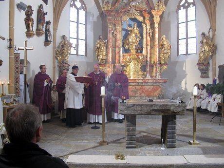 Bild: Altarweihe in St. Margarethen/Lav.
