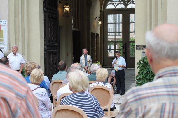 Bild: Fahrzeugsegnung auf Schloss Wolfsberg