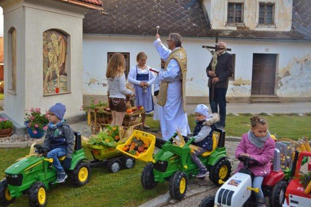 Bild:  Blagoslov obnovljenega križa in zahvalna nedelja v Potočah