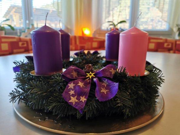 Bild: Adventliche Stille und Gemeinschaft • Adventni čas na Suhi