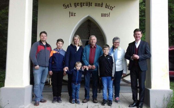 """Bild: Maiandacht und Einweihung der neu restaurierten Kapelle """"Maria im Walde"""""""