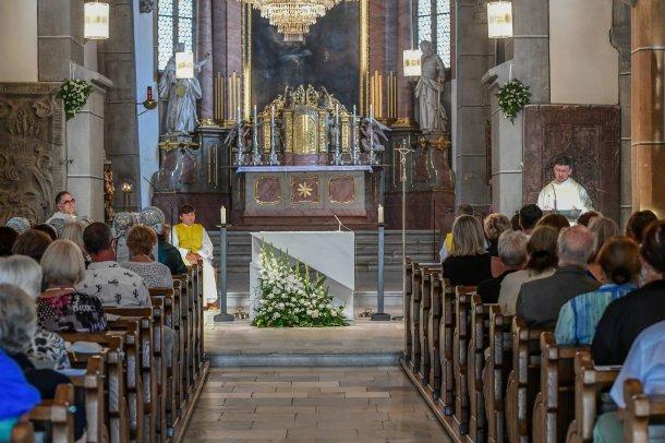 """Bild: Feierlicher Dankgottesdienst für die ersten Etappen der Kirchenrenovierung mit Mozarts """"Missa brevis in C KV259"""""""