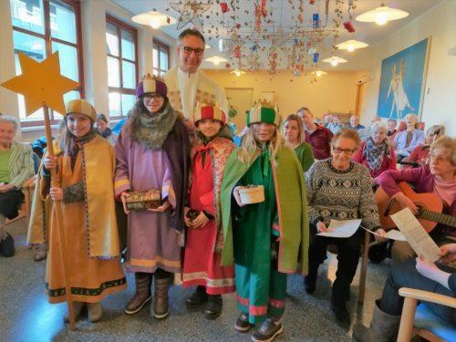 Mitgestaltung der Hl. Messe im Seniorenzentrum Neuhaus (Foto/slika: Pfarrarchiv Neuhaus- Suha)