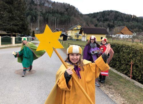 Sternsingen • Trikraljevsko prepevanje 2019: Nächstes Jahr sehen wir uns wieder! • Prihodnje leto se spet vidimo! (Foto: Pfarrarchiv Neuhaus- Suha)