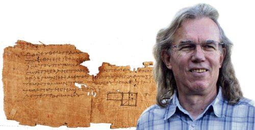 Peter Arzt-Grabner, im Hintergrund ein Oxyrhynchus-Papyrus