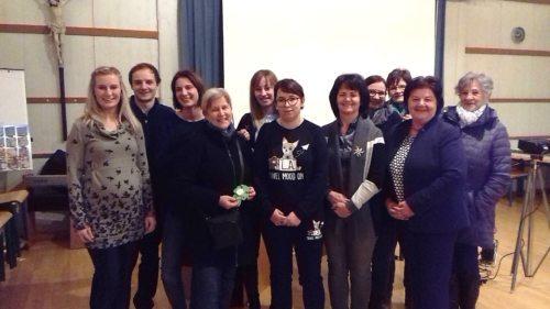 BesucherInnen mit Referentin DLB Hannelore Berdev und Bildungwerkleiterin Christine Walzl; Foto: KBW St.Leonhard