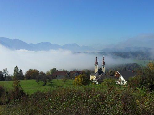 Wallfahrtskirche mit Blick auf das Rosental (© Foto: Mag. Stefan Sablatnig)