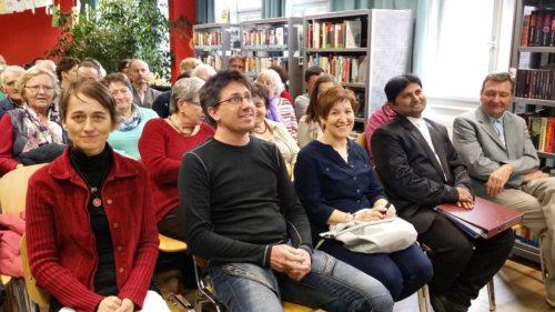 Interkulturelle Begegnung in der Mediathek (© Foto: MiAi)