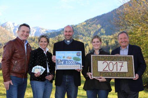 Übergabe der Spende des Fisolenfestkomitees/Predaja finančne podpore za cerkvico na Macni (© Foto: Astrid Ogris)