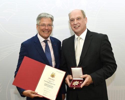 LH Peter Kaiser (li.) und Direktor Wilfried Hude (© Foto: LPD/fritzpress)