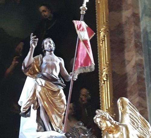 Der Auferstandene mit der Siegesfahne (© Foto: St. Egid)