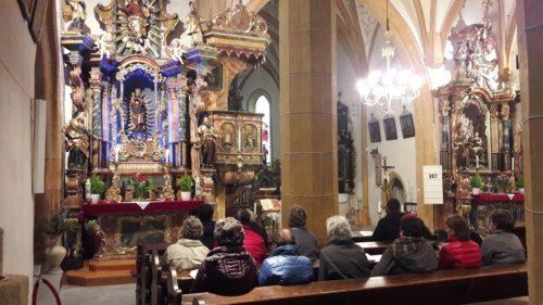 Maiandacht in der Pfarrkirche St. Stefan beim Marienaltar. (Foto: PSt).