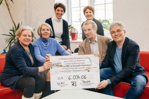 Spendenübergabe für KÄRNTNER IN NOT (© Foto: Kleine Zeitung)