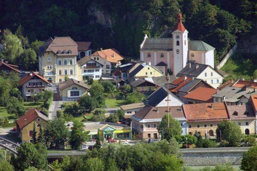 Blick auf die Pfarrkirche Oberdrauburg (© Foto: Camping Oberdrauburg)
