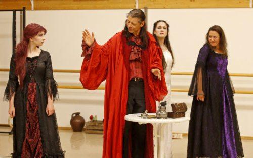 Dracula Graf Vlad von Szeklys ist im Einsatz für seine große Liebe kein Mittel zu schade.