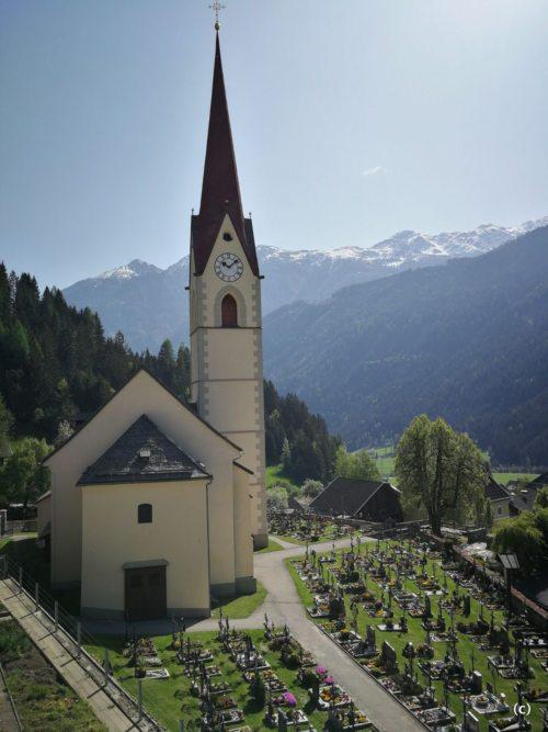 Pfarrkirche mit Kirchenfriedhof