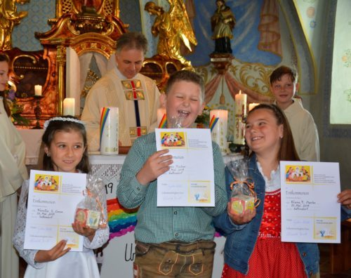 unsere Erstkommunionkinder: Fiorella Ceron, Jonas Fischer und Kiana Marko