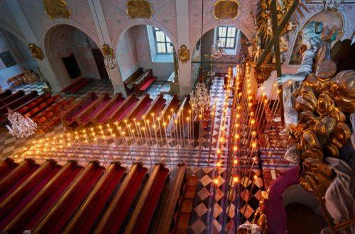 Das Kreuz im Weg in der Domkirche. (© Foto: zeitpunkt)