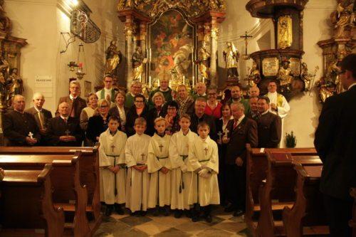 Die Vertreter/innen der 18 Pfarren des Dekanates (© Foto: fotomal)