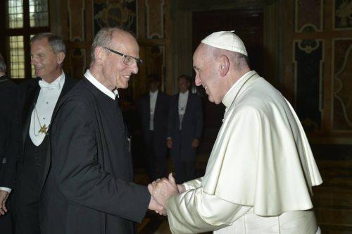 Altabt Heinrich mit Papst Franziskus (© Foto: Stiftspfarre St. Paul)