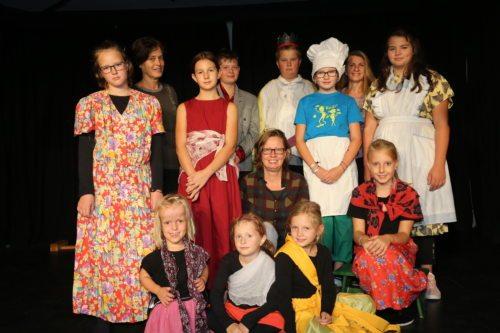 Roswitha Stern med svojimi gledališčniki (foto: Opetnik)