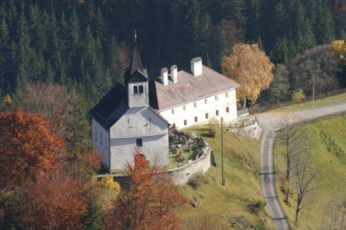 Die Bichlkirche in Stockenboi. (© Foto: Leopold Kröpfl, Neuhaus)