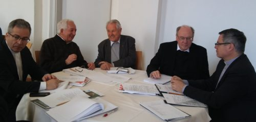 Bischof Schwarz im Gespräch (© Foto: Michael Kapeller)