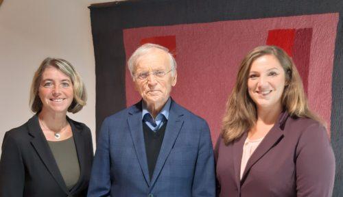 Paul Zulehner gemeinsam mit KA Präsidentin Iris Straßer und KA Generalsekretärin Angela Rosenzopf-Schurian (Bildrechte: KA-Kärnten)