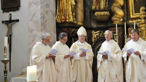 Caritasdirektor Marketz, Priesterratsvorsitzender Sedlmaier, Bischof Schwarz, Generalvikar Guggenberger und Rektor Stromberger (vlnr.) - Foto: Vincenc Gotthardt