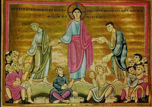 Jesus nimmt das Brot, segnet es und reicht es den Jüngern, die es verteilen. Alle bekommen und werden satt. (© Foto: Evangeliar aus Echternach, um 1045)