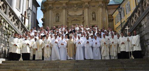 Gruppenfoto mit Bischof Wilhelm Krautwaschl und den Seminarvorständen (Christian Brunnthaler / Dompfarre Graz)