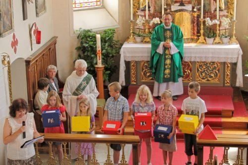 Eindrucksvoll gestalteten die Kinder den Gottesdienst mit (© Foto: Mag. C. Smolle)