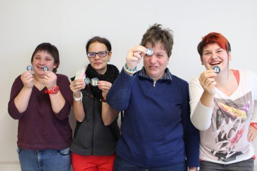 Freude über die Schmuckstücke: Nicole Reinwald, Jenny Lattacher, Katja Haschej und Stephanie Starc   (© Foto: Caritas Kärnten)