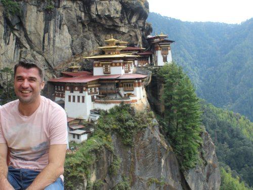 Daniel Kelih na enem izmed svojih potovanj v Butanu. (Iz zasebnega arhiva.)
