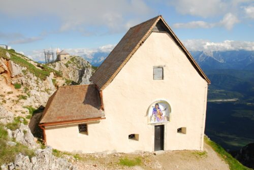 Windische Kirche am Dobratsch auf   2166m  (© Foto: Robert Jonach)