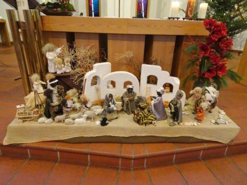 Die Krippe von Don Bosco vor dem Altar (© Foto: Fotoalfa_DoBo)