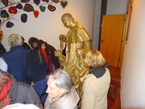 Feiern mit Don Bosco – Die Statue Don Bosco war während des Festgottesdienstes in Klagenfurt-Don Bosco der Mittelpunkt des Geschehens. Alle Fotos: Kath. Gemeindezentrum Klagenfurt-Don Bosco Slide 1 mit einer Hörprobe des Don Bosco Liedes Slide 2 mit einer Fotoserie vom Festgottesdienst